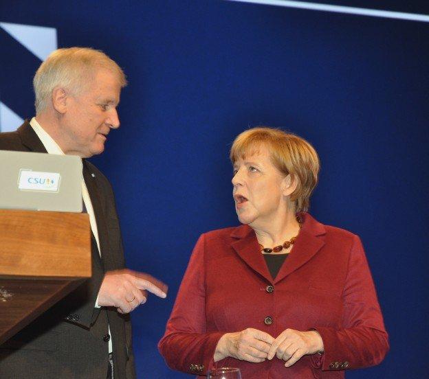 Angela_Merkel_mit_Horst_Seehofer_1597